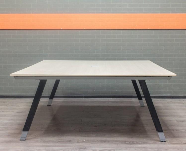 Стол для переговоров, совещаний, дуб, металл