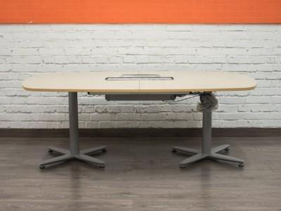 Стол в переговорную со встроенными розетками mbl08003