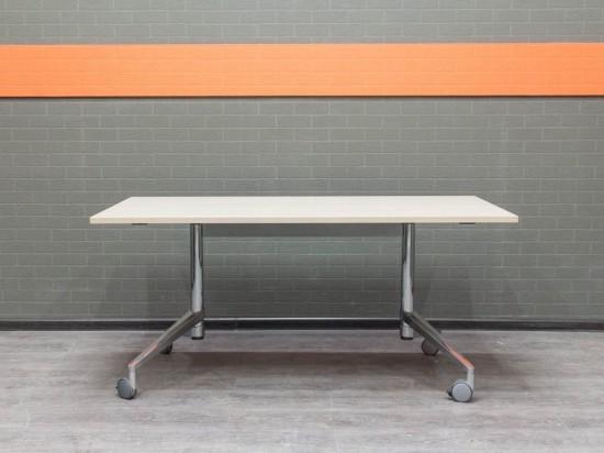 Офисная мебель бу. Стол для переговоров Wiesner Hager