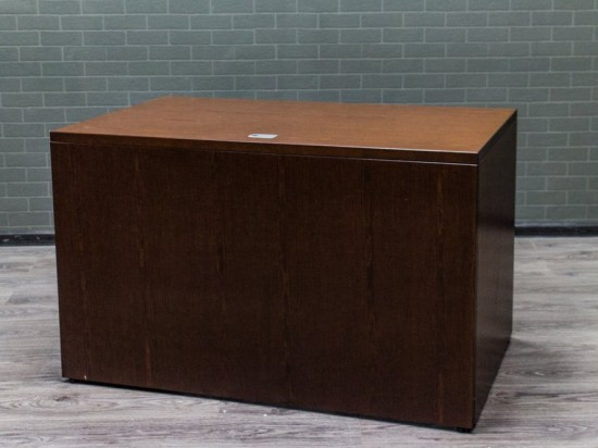 Стол Руководителя,выполнен из шпона дуба