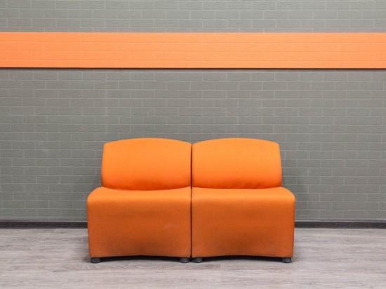 Офисная мебель бу. Диван офисный секционный, оранжевый