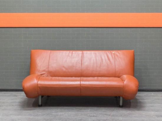 Диван оранжевый, натуральная кожа Офисная мебель бу.