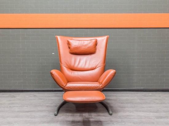 Офисная мебель бу. Кресло кожаное для отдыха, оранжевое