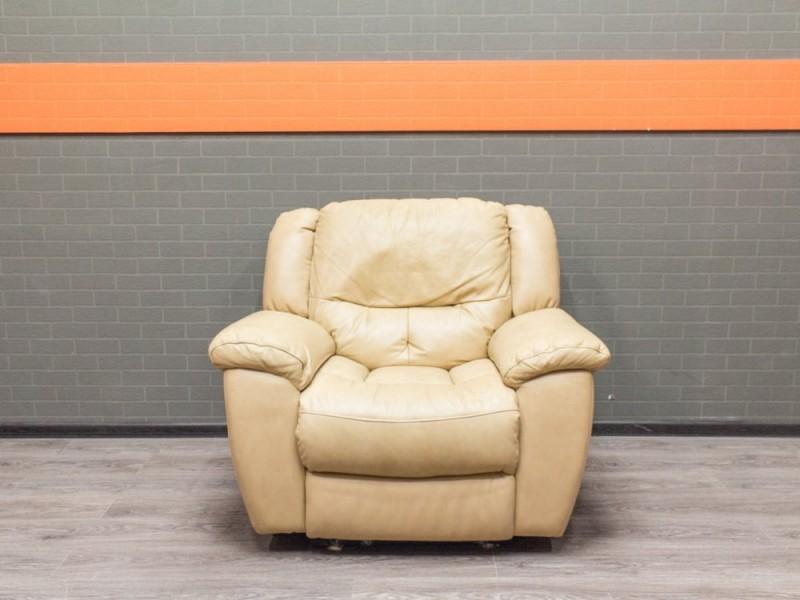 Кресло мягкое кожаное, бежевое