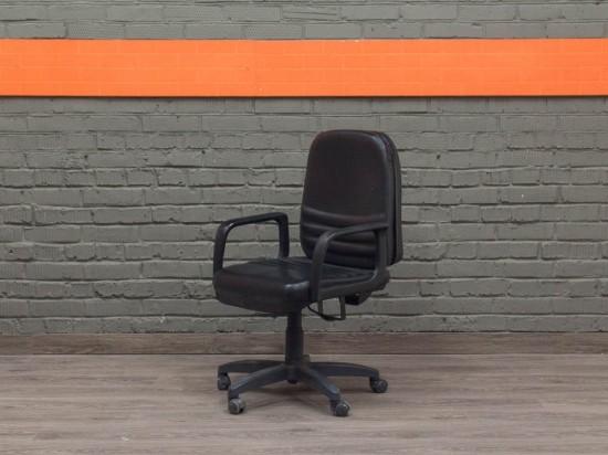 Офисное компьютерное кресло, черное