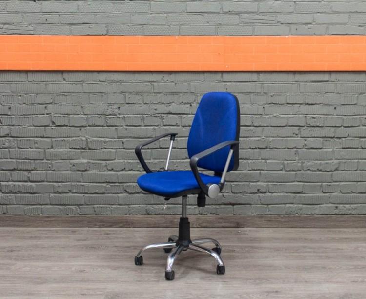 Компьютерное кресло в офис, синее