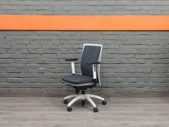 Кресло руководителя JUVENTA Офисная мебель бу.