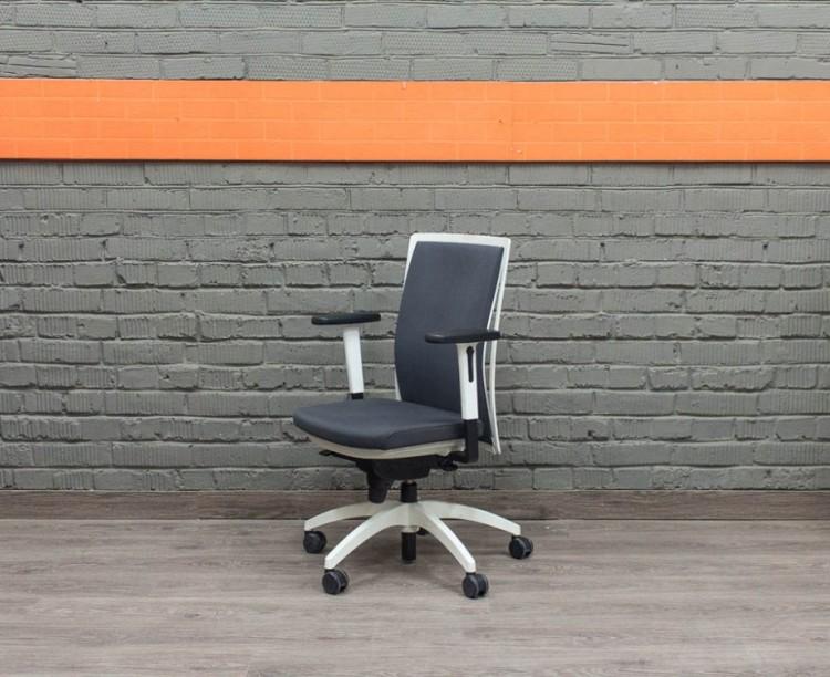 Компьютерное кресло руководителя JUVENTA