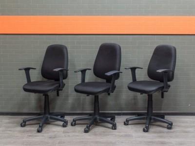 Офисная мебель бу Компьютерное кресло для сотрудника, черное