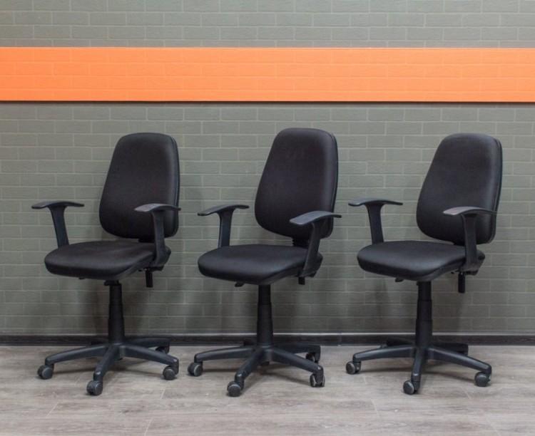 Компьютерное кресло черное Офисная мебель бу