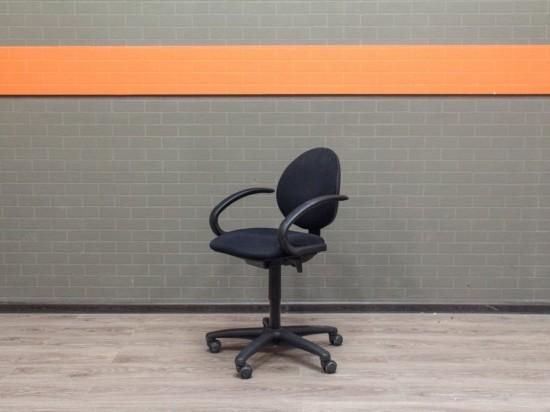 Офисная мебель бу. Компьютерное кресло черное