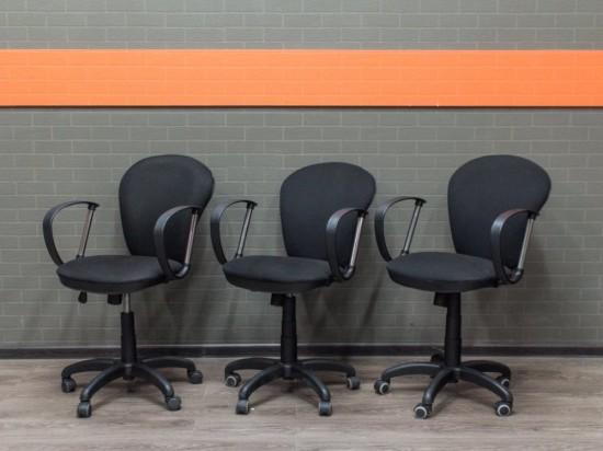 Офисное кресло черное, офисная мебель бу ткань