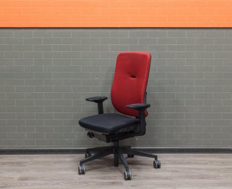 Компьютерное кресло Steelcase, красная ткань