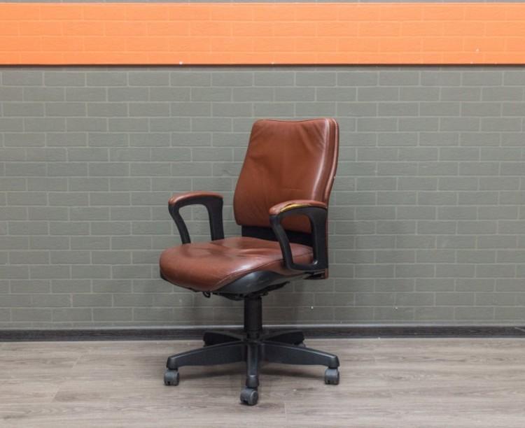 Компьютерное кресло Steelcase, кожа, с повреждением