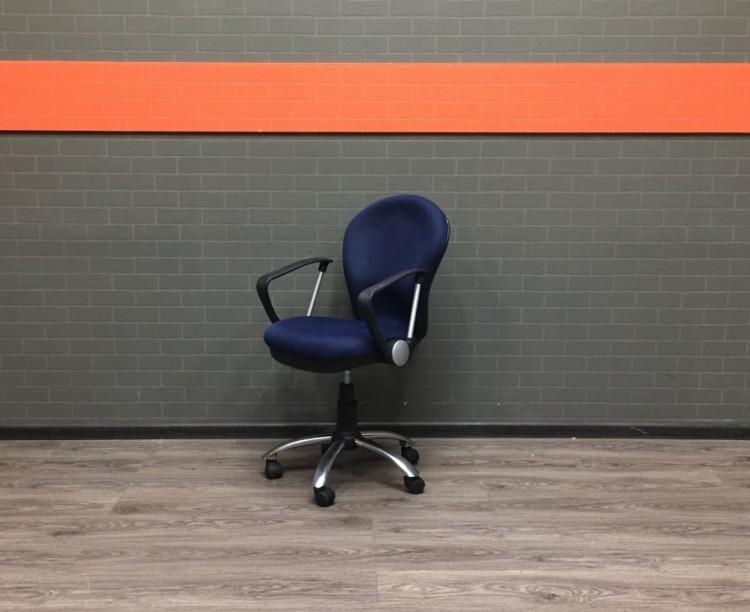 Кресло офисное для персонала синее