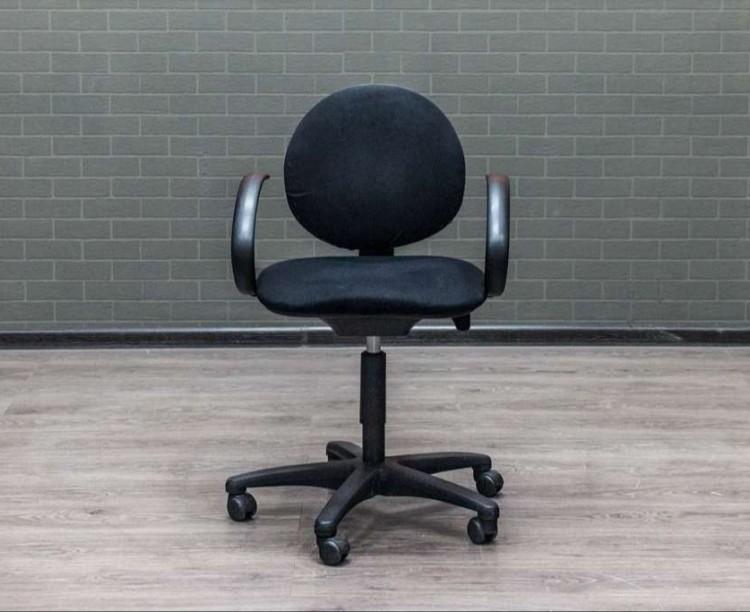 Кресло черное компьютерное