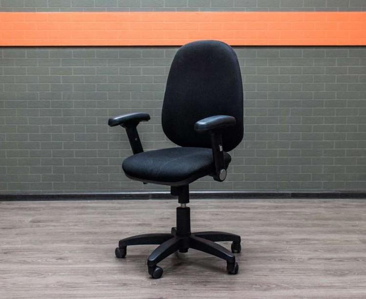 Кресло для персонала с наклонными подлокотниками