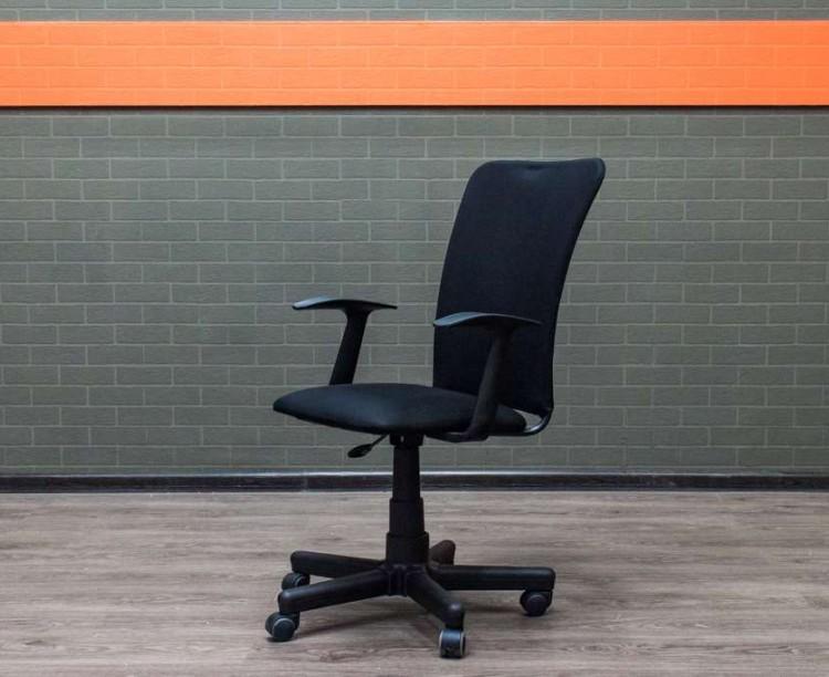Кресло для персонала спинка сетка