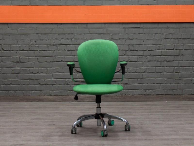 Компьютерное кресло низкое зелёное