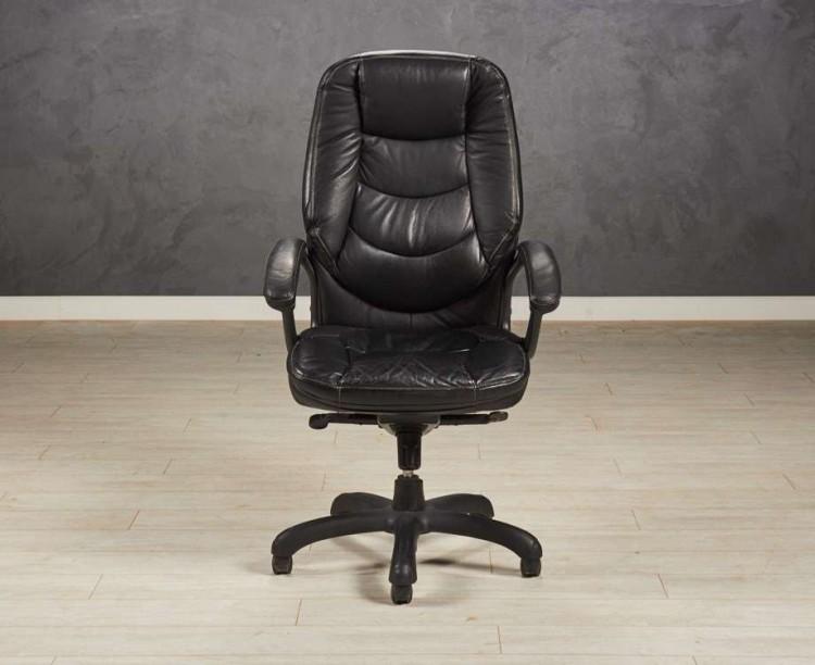Кресло руководителя из экокожи, цвет черный.