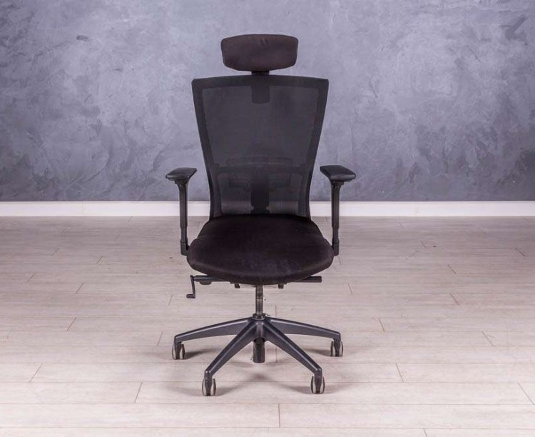 Кресло с подголовником