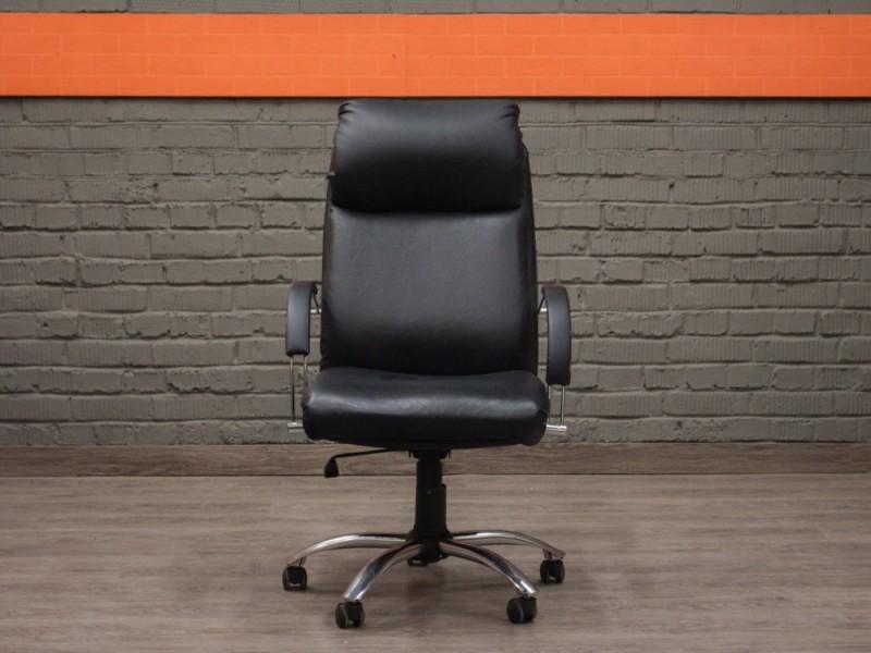 Кожаное кресло для руководителя