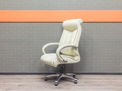 Кресло руководителя кожаное, Chairman, слоновая кость