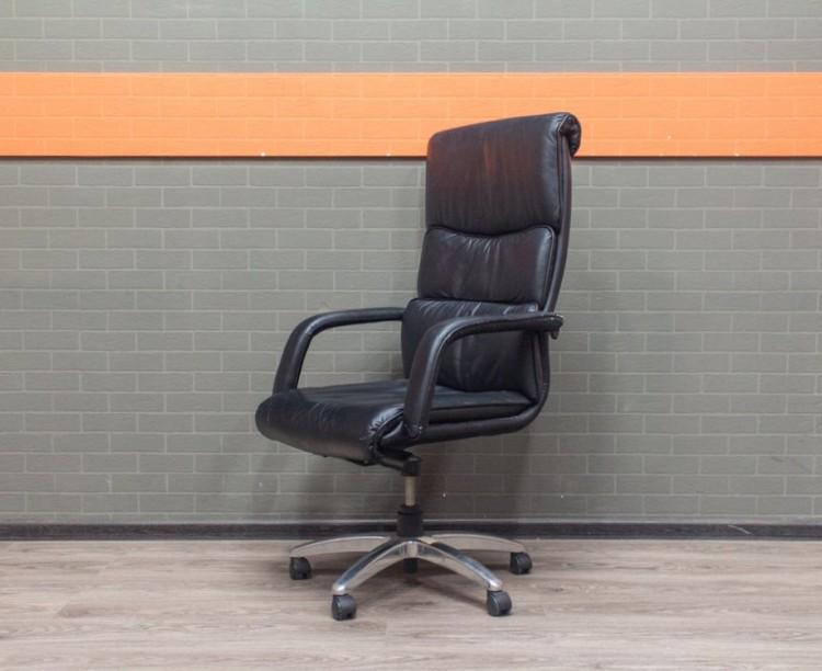 Кресло руководителя Chairman, черное, с повреждениями