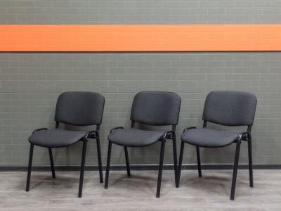 Стул офисный новый ISO, черный металл, серая ткань