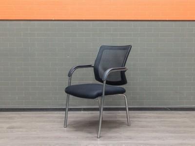 Стул офисный гостевой, для переговоров, черная сетка