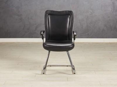 Кресло для посетителей, цвет черный