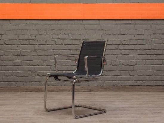 Кресло для посетителей Line-M Vi черное LNE LN71TZM