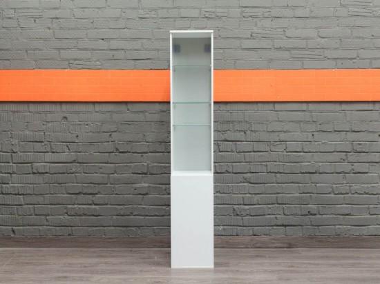 Стеллаж узкий белый, со стеклянными полками