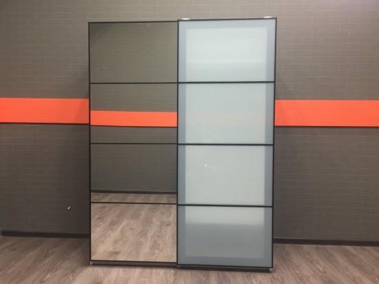Шкаф-купе для одежды с зеркалом