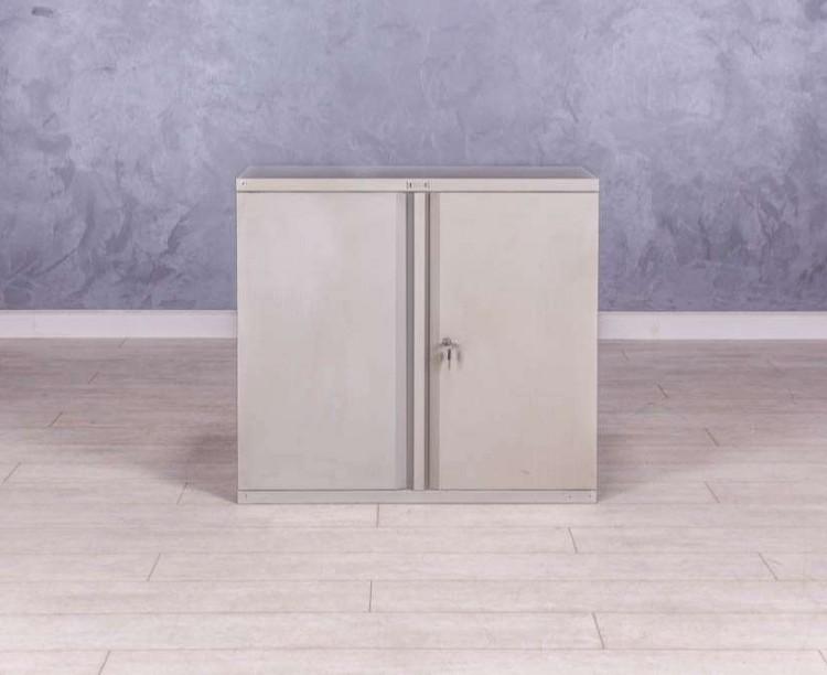Металлический шкаф  низкий