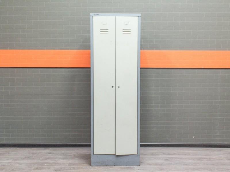 Шкаф в раздевалку металлический, 2 секции.