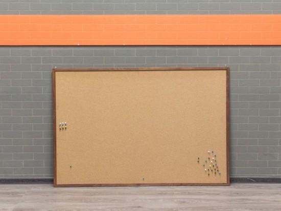 Доска пробковая Комус, с креплениями к стене