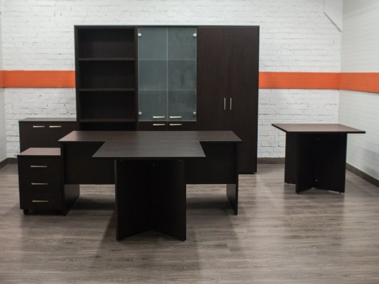 Новый кабинет руководителя Avanguard, венге
