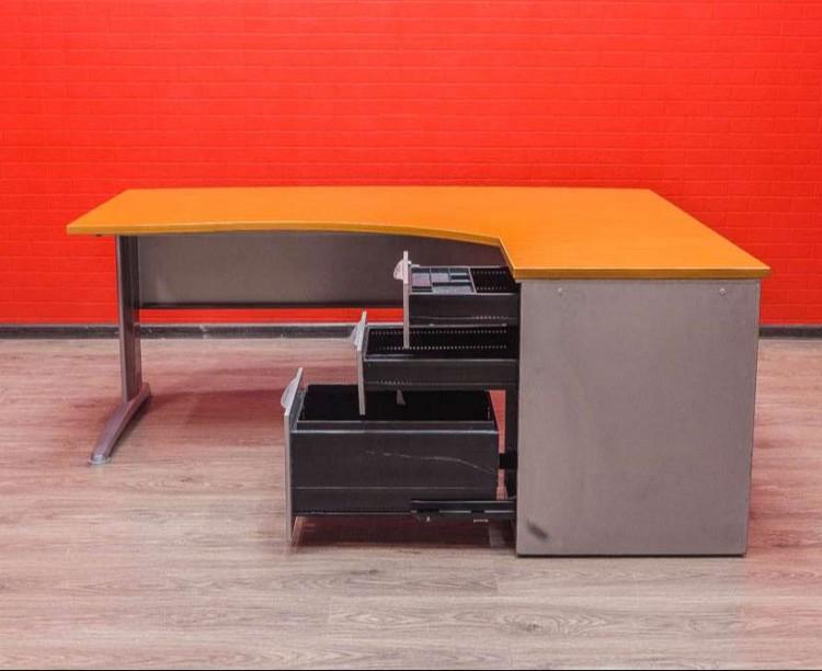 Стол угловой Steelcase