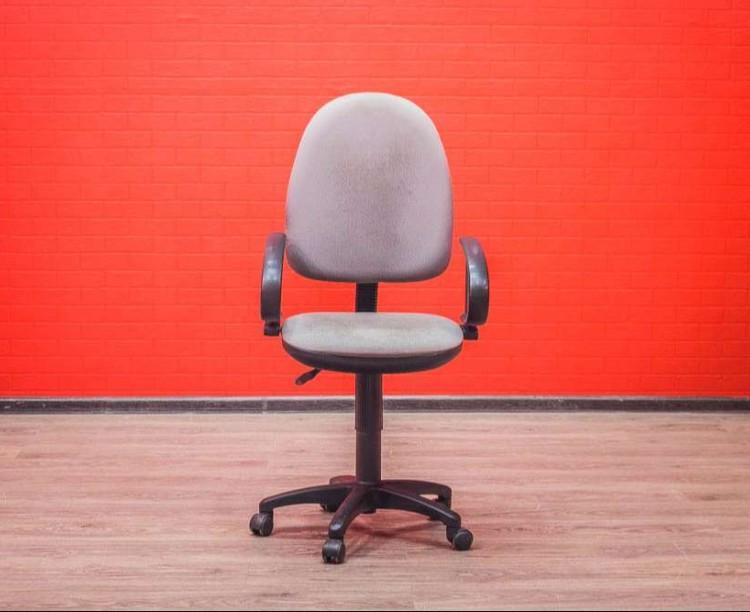 Офисная мебель бу компьютерное кресло серое