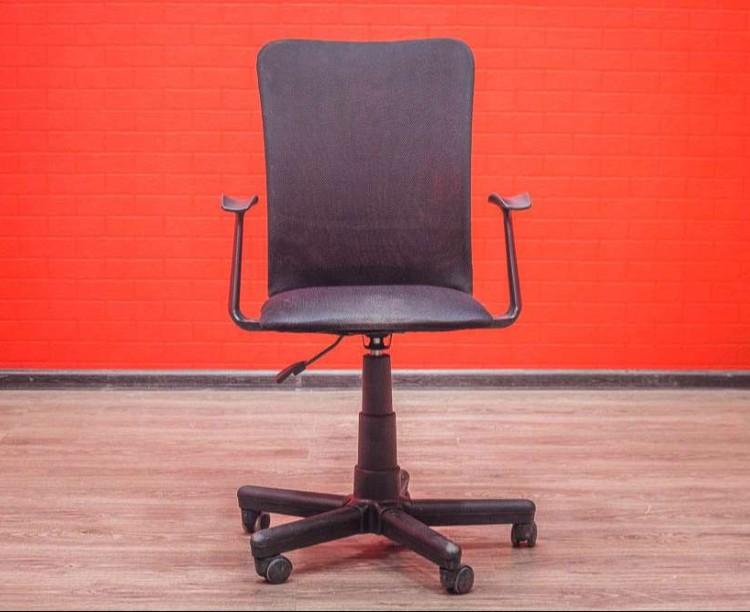 Кресло офисное для персонала спинка сетка