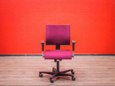 Компьютерное кресло Ahrend 240, бордовое