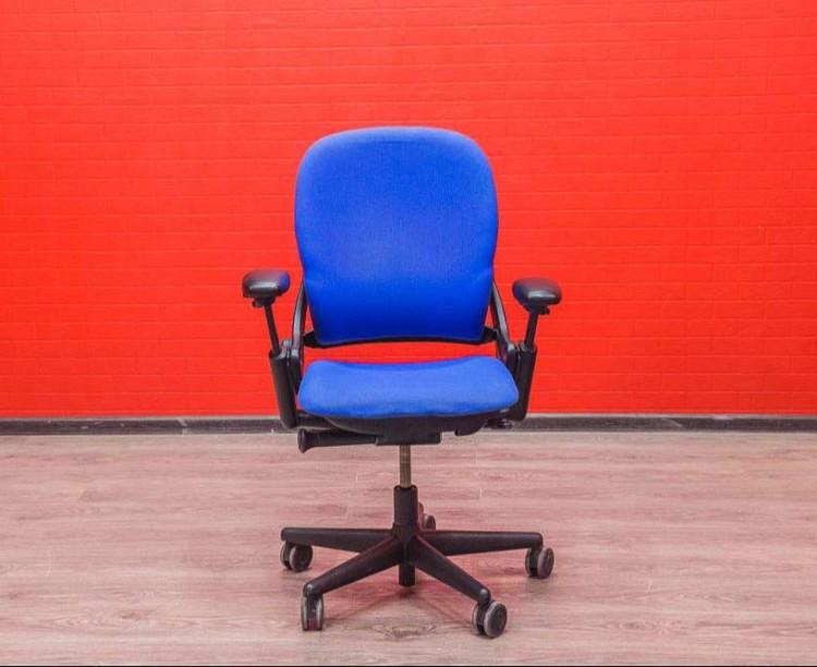 Кресло Steelcase синее