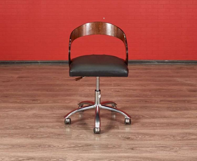 Кресло на колёсиках