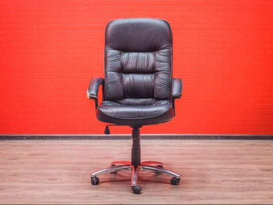 Кресло руководителя черное, экокожа, с повреждениями
